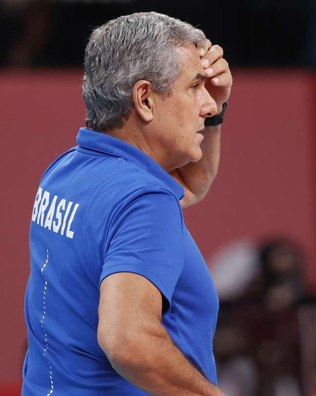 José Roberto Guimarães durante a final que deu a prata para o vôlei feminino do Brasil Pilar Olivares/Reuters