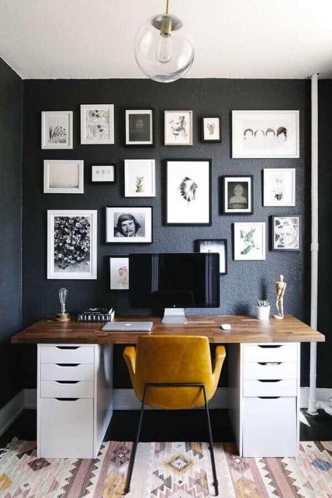 62. Quadros para decoração de home office com escrivaninha de madeira com gaveteiro branco – Foto: Archidea
