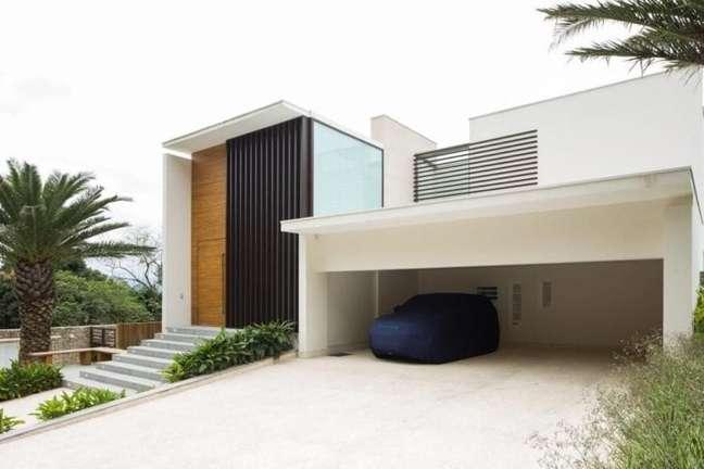 5. Cerâmica para garagem coberta com espaço para carros – Foto Sa e Cioni