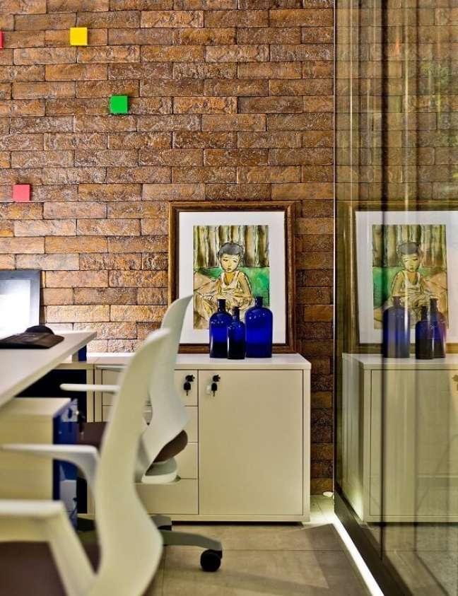 30. Modelo de gaveteiro escritório branco com chaves. Projeto de Archdesign Studio