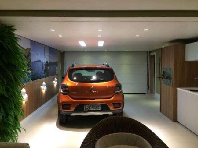 21. Cerâmica para garagem bege com parede verde e parede de madeira – Foto Pinterest