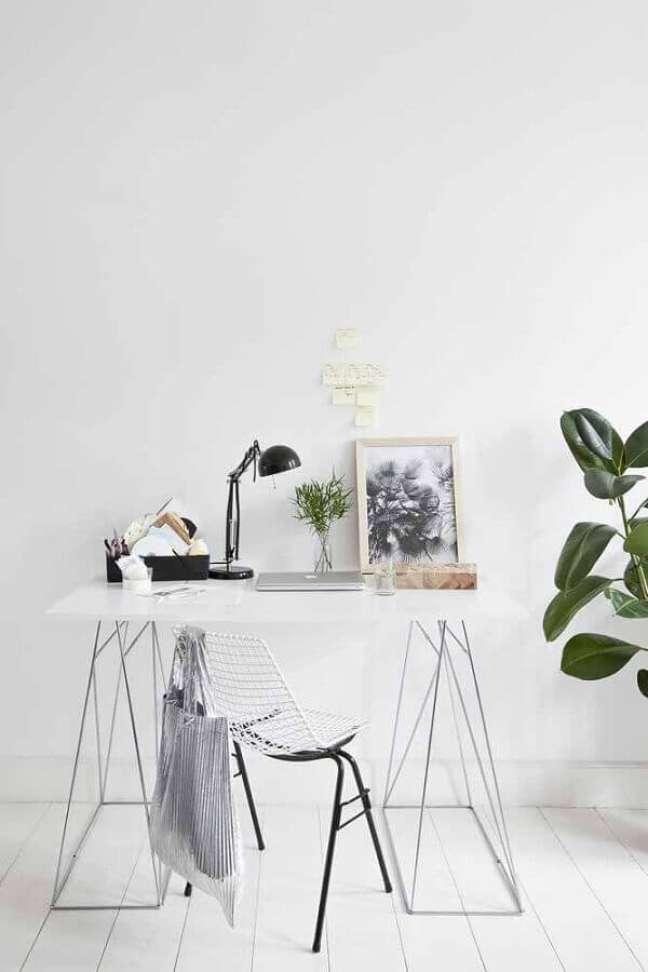 11. Escrivaninha para home office com decoração minimalista – Foto: Archilovers