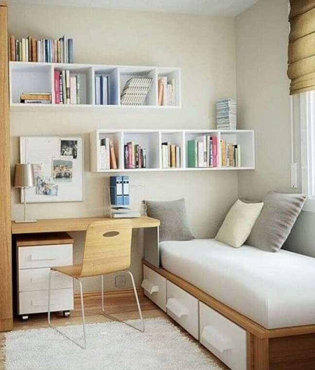47. O gaveteiro madeira branco se conecta diretamente com o acabamento da cama. Fonte: Archidea