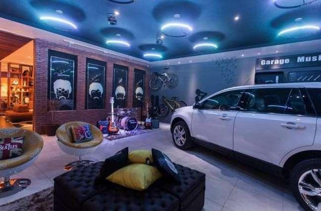 57. Garagem moderna com espaço de lazer e piso cerâmico liso -Foto Pintererst