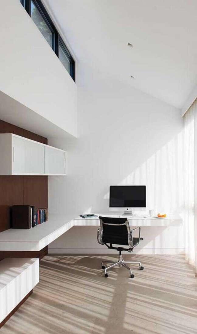 35. Decoração minimalista com escrivaninha para home office planejado – Foto: Diulie Ferreira