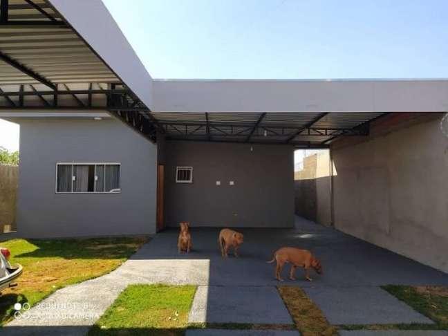 15. Casa com piso cerâmico para garagem moderna e impermeável – Foto Construindo um sonho