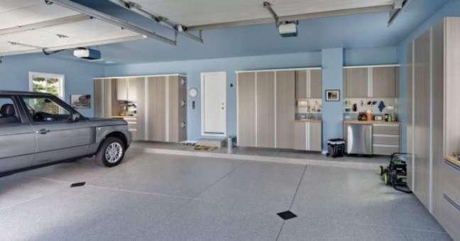 50. Cerâmica para garagem moderna em tons claros – Foto Pinterest