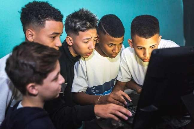 Com o Conectando seu Futuro, Facebook e Recode querem formar jovens brasileiros como desenvolvedores de tecnologia.