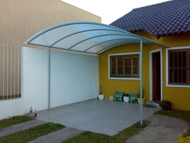 38. Cerâmica para garagem com toldo de policarbonato – Foto Pinterest