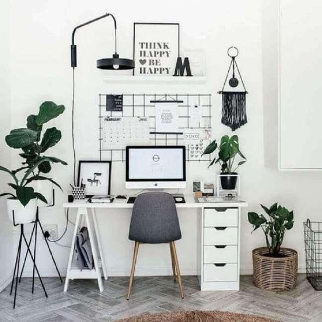29. Invista em mesas de home office que já possuam gaveteiros para melhor organização. Fonte: Webcomunica