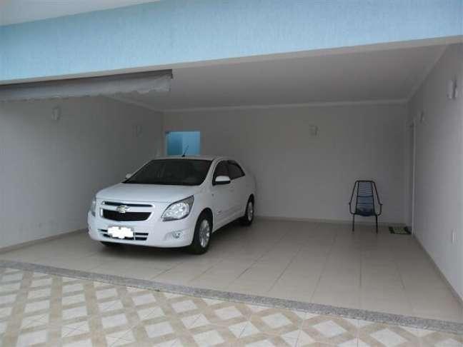 20. Cerâmica para garagem bege com carro moderno – Foto Pinterest