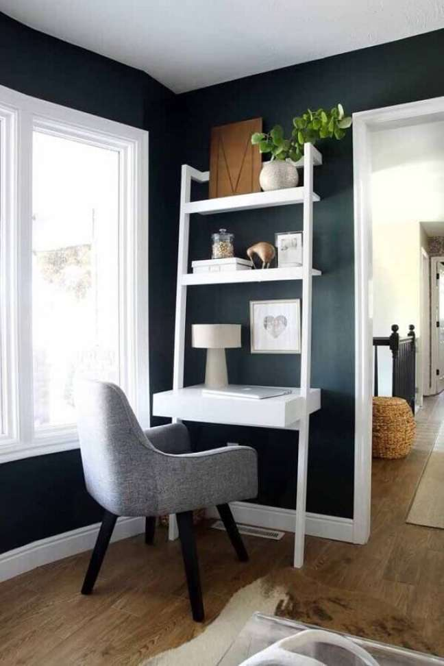 5. Decoração de home office com escrivaninha com prateleira – Foto: Home Fashion Trend