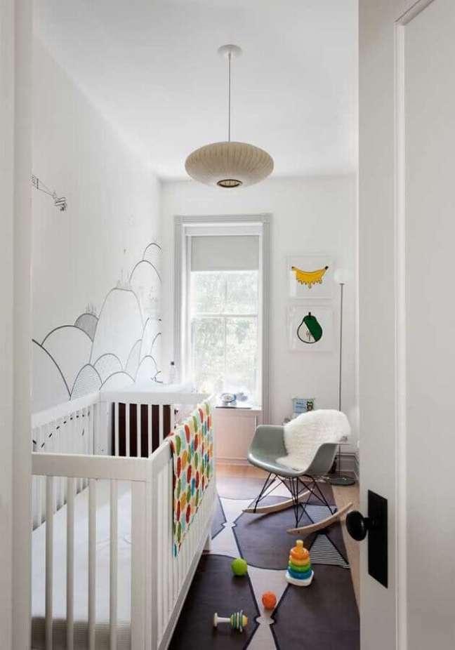 59. Quarto para bebê pequeno decorado em cores claras – Foto: ELLE Decoration