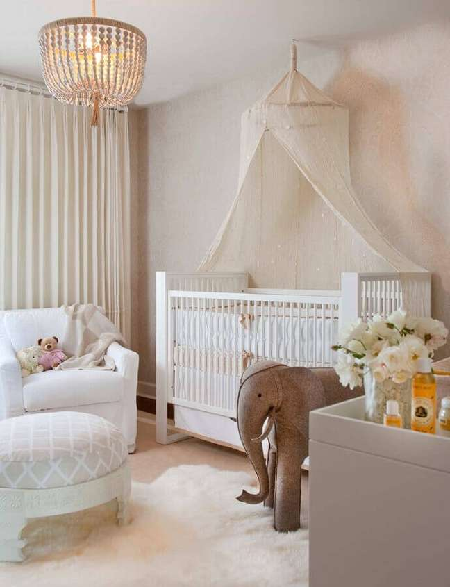 52. Quarto para bebê feminino com decoração delicada em cores claras – Foto: We Heart It