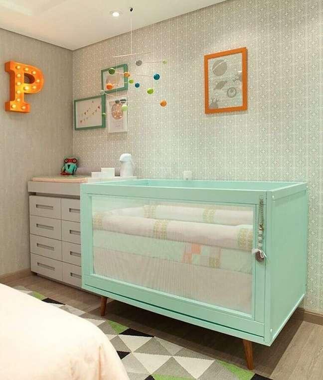 18. Decoração de quarto para bebê com berço verde claro – Foto: Muito Chique