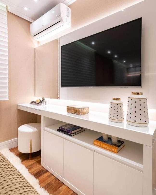 30. Rack para quarto de madeira planejada – Foto Pinterest