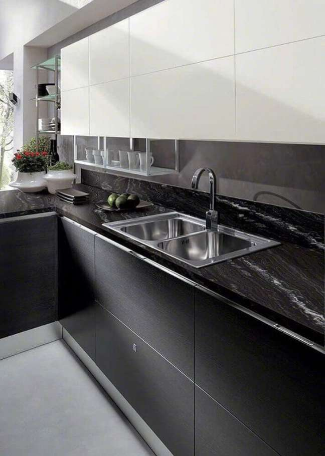 1. Cozinha com mármore preto e armários da mesma cor – Foto Revista Vd