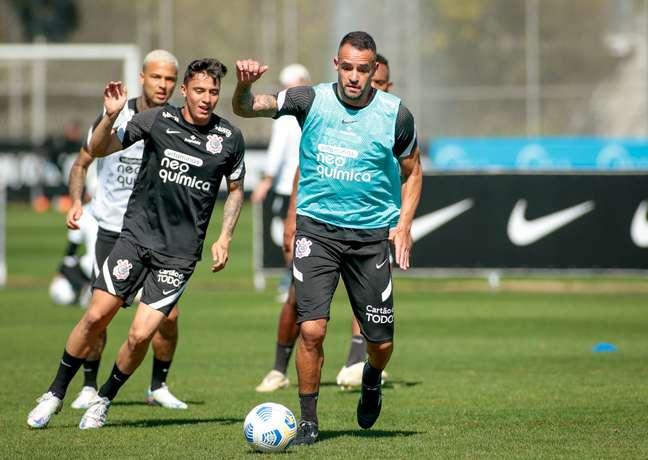 Renato Augusto durante treino do Corinthians no CT Joaquim Grava