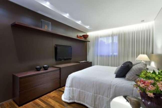 35. Rack para quarto de madeira planejado – Foto Pinterest