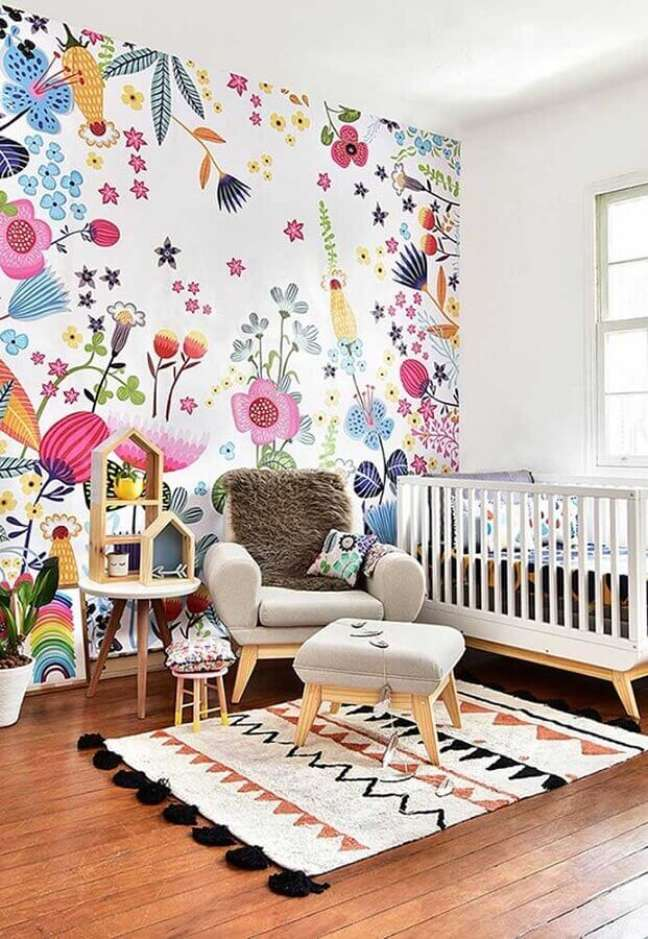 41. Papel de parede infantil colorido para decoração de quarto para bebê – Foto: Home Fashion Trend