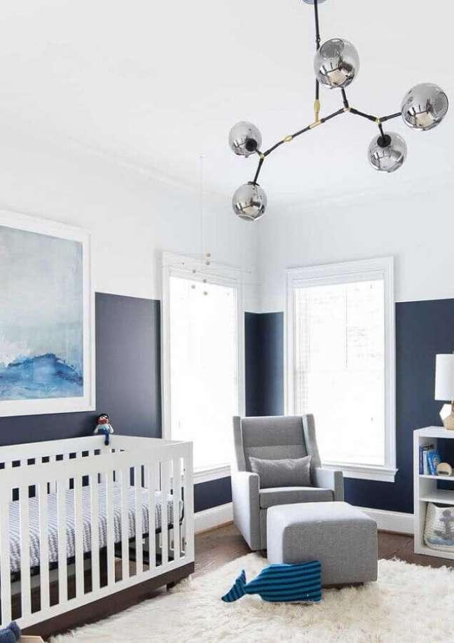 32. Decoração moderna para quarto para bebê masculino azul e branco – Foto: Houzz