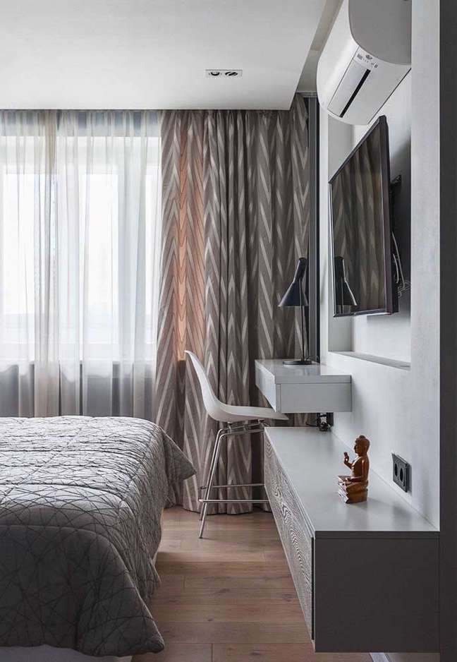 34. Rack para quarto com painel para TV e escrivaninha pequena – Foto Pinterest
