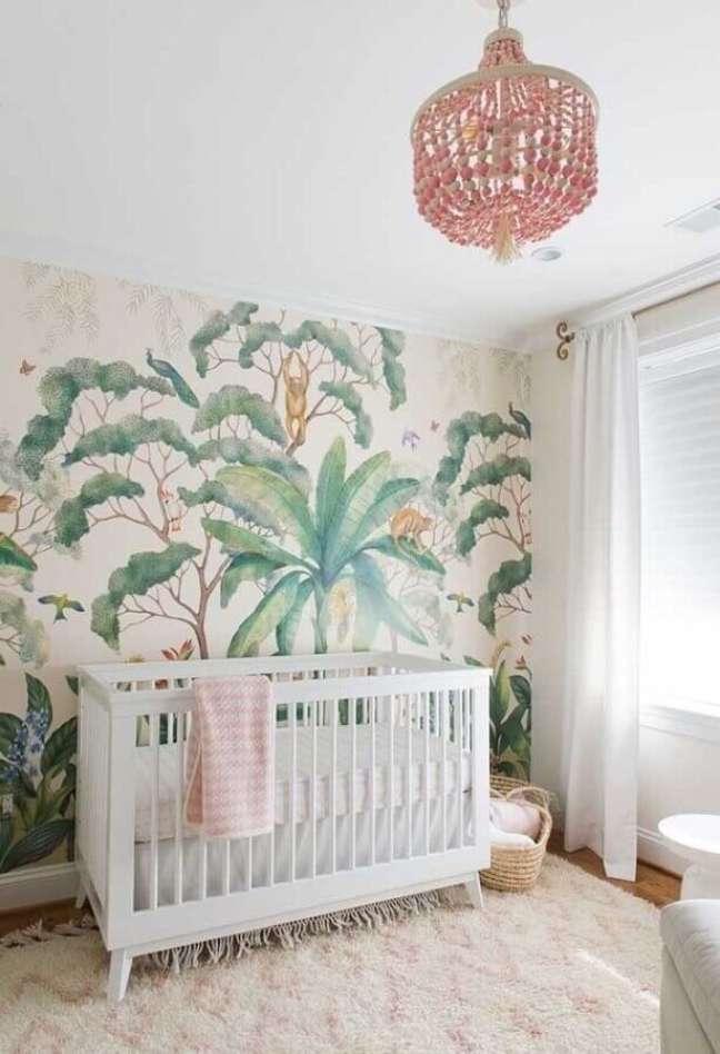 38. Papel de parede com folhagens para decoração de quarto para bebê branco – Foto: Houzz