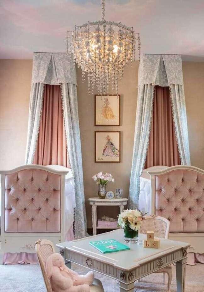 3. Decoração de quarto para bebê feminino gêmeas com estilo provençal – Foto: Jeito de Casa