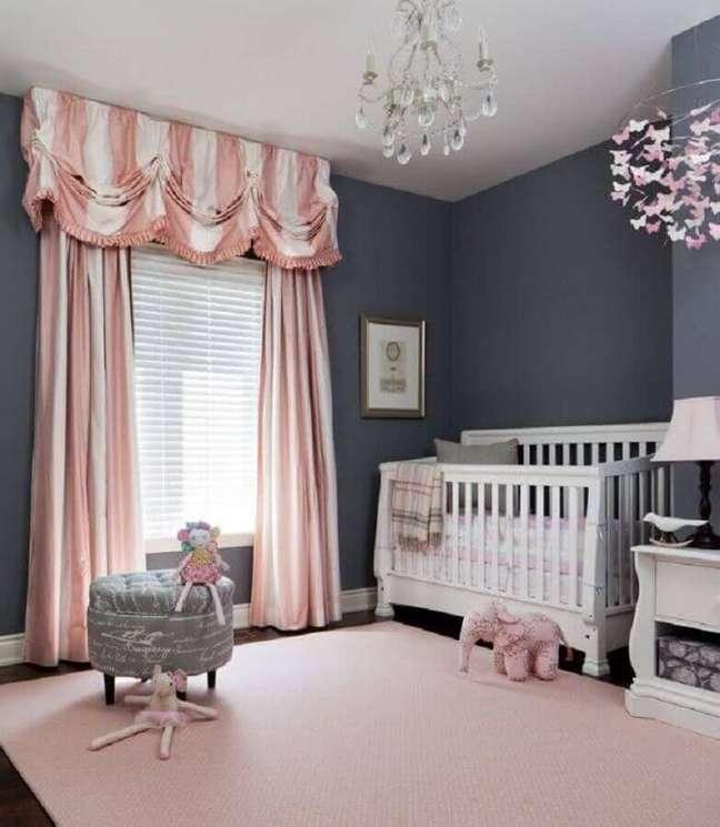 7. Decoração de quarto para bebê feminino cinza e rosa – Foto: We Heart It