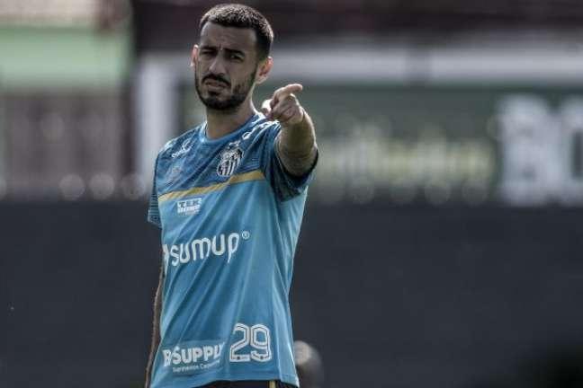 Camacho durante treinamento do Santos no CT Rei Pelé; jogador processou o Corinthians