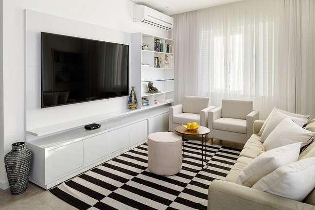 10. Sala de TV clean e aconchegante. Foto: Dhani Borges