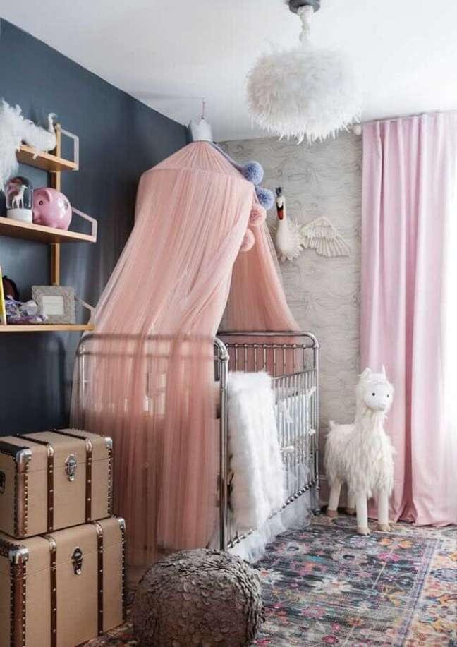 28. Decoração de quarto para bebê feminino cinza e rosa – Foto: ELLE Decoration