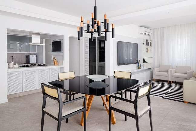 8. Cozinha, sala de estar e sala de jantar foram integradas formando um espaço único. Foto: Dhani Borges