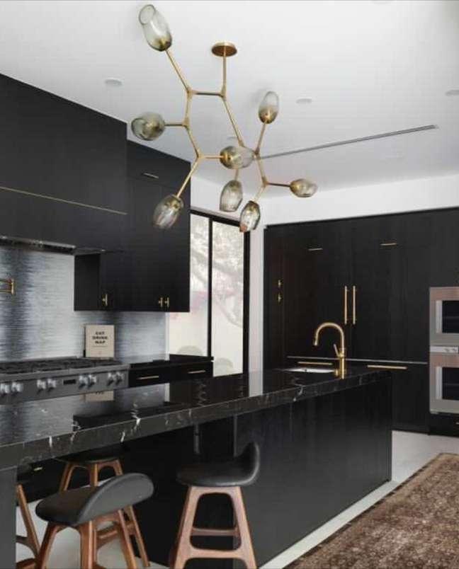 47. Marmore preto para cozinha moderna – Foto Artistictile