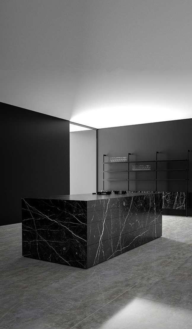44. Mármore preto são gabriel e piso de cimento queimado – Foto Reflection Homes GV