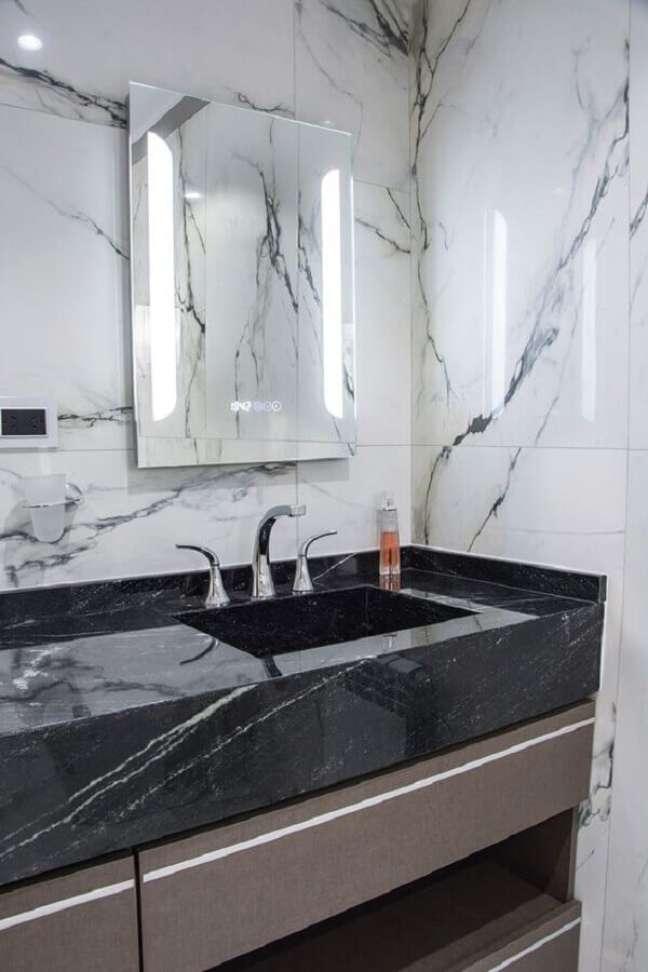 13. Bancada de mármore preto para decoração de banheiro – Foto Portal de Arquitectos