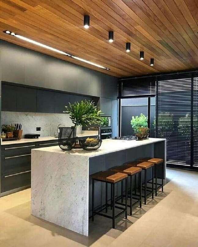 27. Cozinha cinza moderna decorada com banqueta para ilha de mármore – Foto: Futurist Architecture