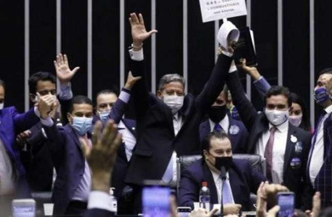 Os primeiros oito meses da gestão de Lira mostram que o deputado tem exercido um poder inédito na história recente da República