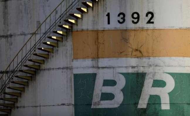 Tanque de petróleo em Brasília, Brasil.  10/10/2018 REUTERS/Ueslei Marcelino