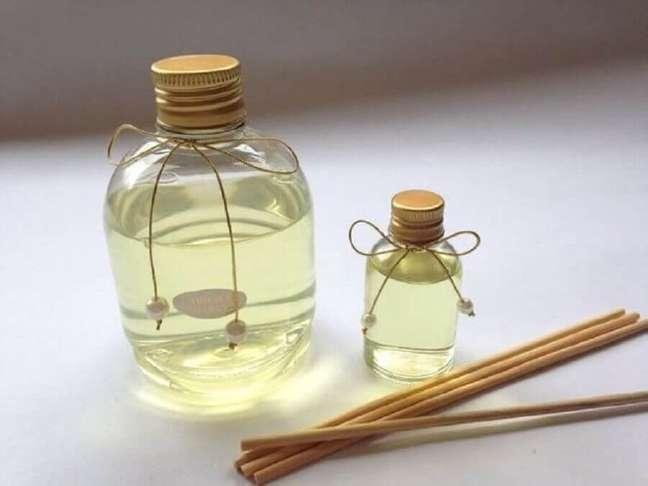 2. Modelo de aromatizante de ambiente caseiro com palitinhos de madeira – Foto: Pinterest