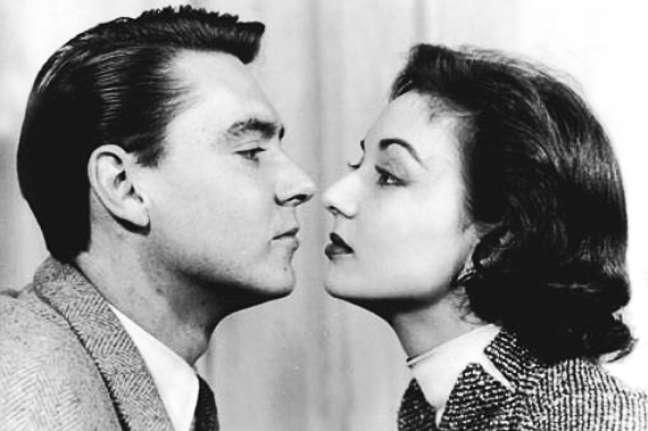 A clássica série conta a história divertida e romântica entre Eva Wilma e John Hebert.