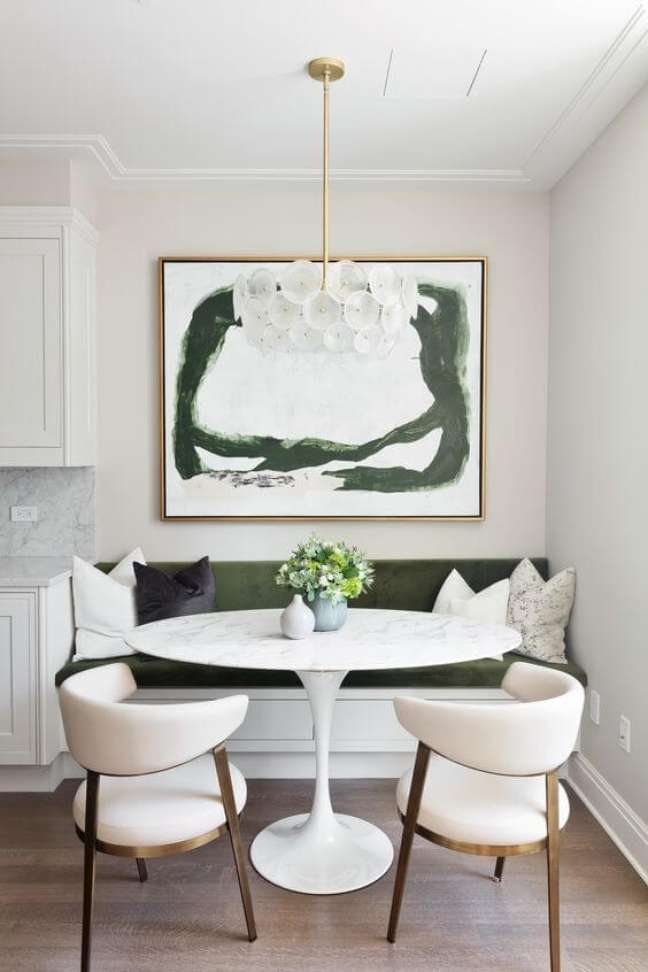 18. Lustre branco moderno para sala com mesa de jantar redonda – Foto Estudio Carolina Nogueira