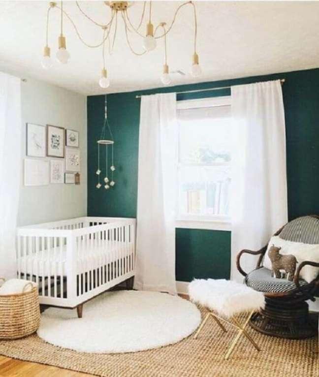 55. Tapete de sisal com um modelo de tapete de lã perto do berço – Foto Project Nursery