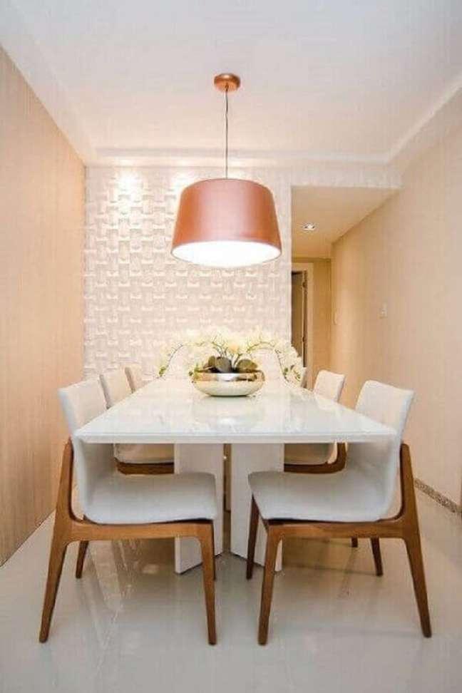 48. Sala com parede de porcelanato 3D e mesa de jantar branca – Foto Revista VD