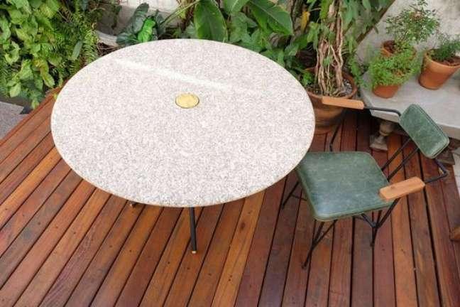 28. Mesa de jantar branca com granito bege – Foto Prototypesp