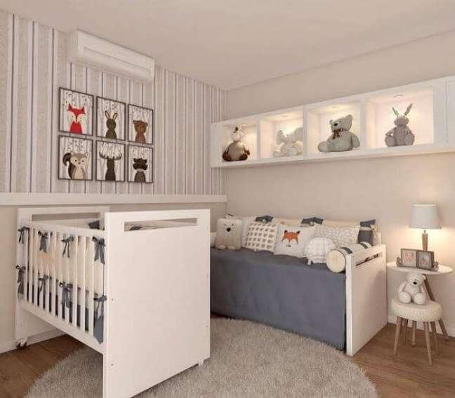 12. Decoração de quarto de bebê com tapete de lã redondo e móveis brancos – Foto Magda Carmo Arquitetura