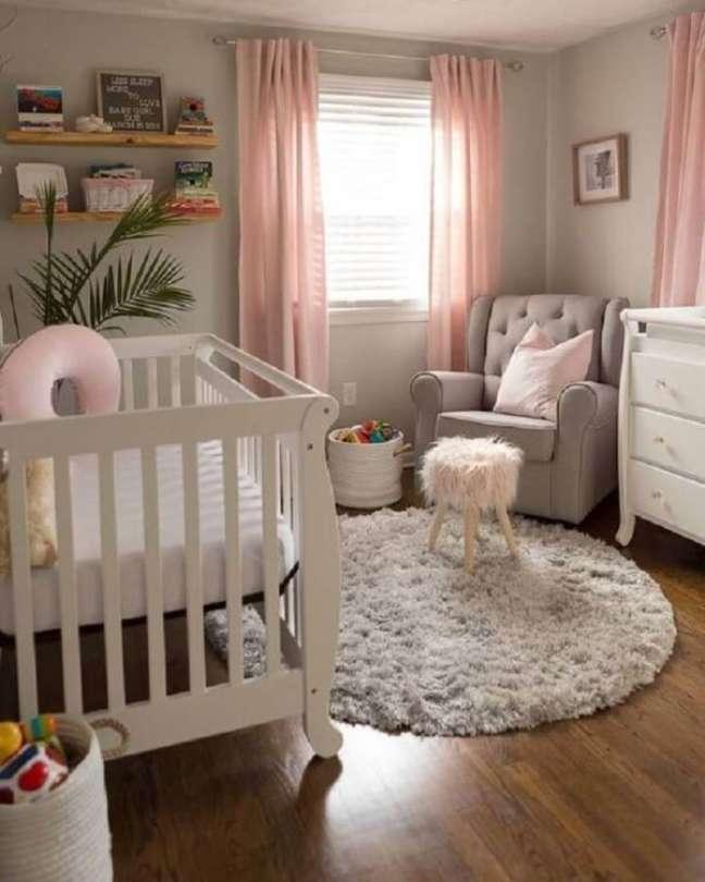 54. Tapete de lã para quarto de bebê redondo e móveis minimalistas – Foto Pinterest