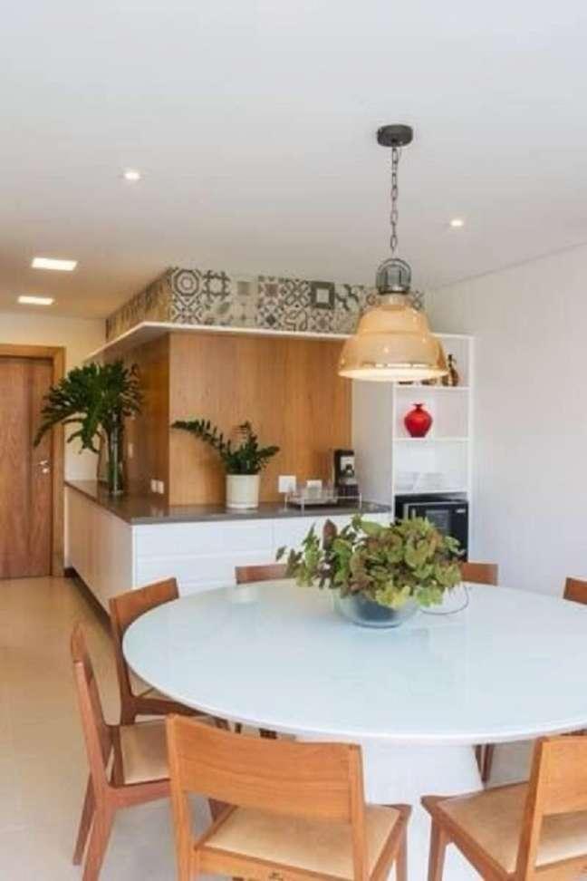 62. Casa moderna com mesa de jantar branca e redonda – Foto Jeito de Casa