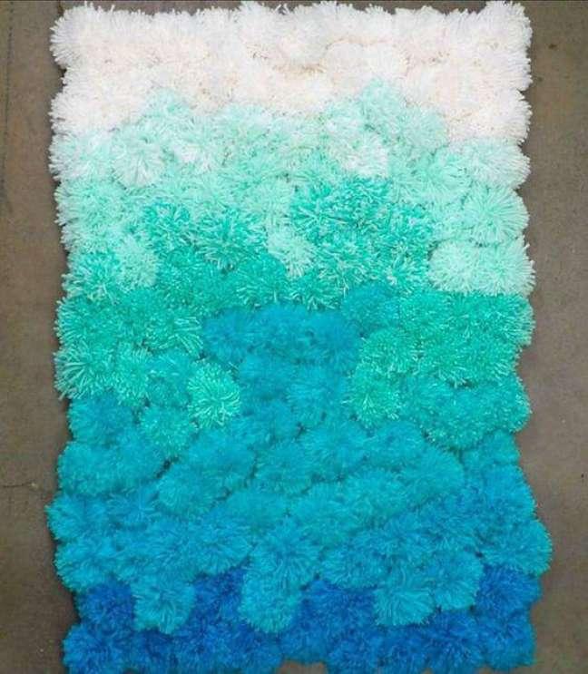 42. Tapete de lã para quarto em tons de azul – Foto Pinterest