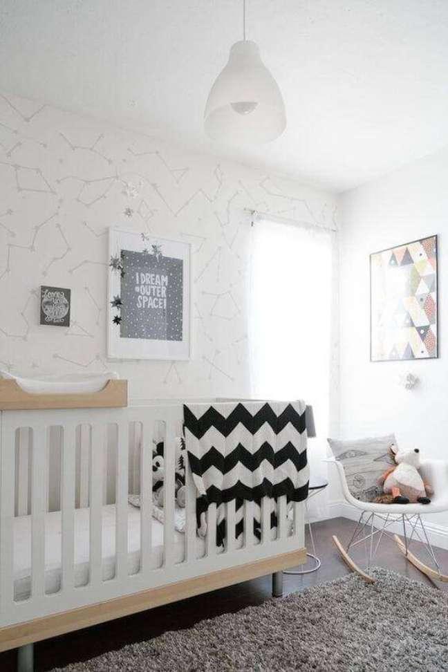 51. Quarto de bebê com tapete de lã cinza – Foto Pinterest